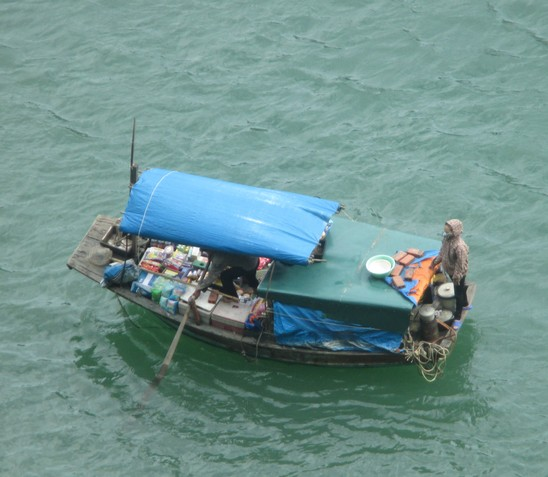 vendeuses de fruits de mer Halong Bay